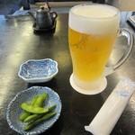 おおひら - 「生ビール」、お通しの「枝豆」