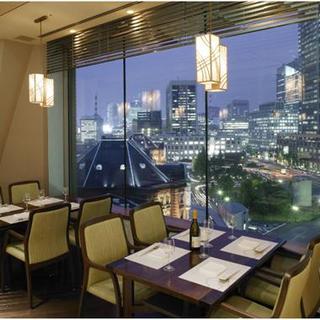 窓からは東京駅が一望できます。