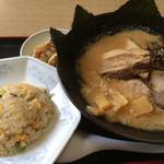 龍神 - 料理写真:龍神らーめん・餃子・半チャーハンセット