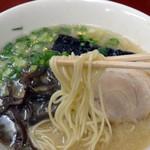 くるめラーメン - 中太ストレート麺です