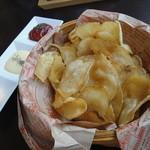 チャモイ カフェ - 揚げたてポテトチップス+3種のソース