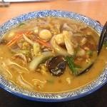 麺の蔵 我天 - 五目ラーメン。家系のラーメンを思い浮かべるなめらかなスープ。