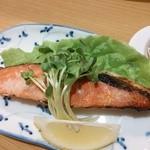 なか屋 - 塩麹焼鮭 お酒の肴に良く合います^^