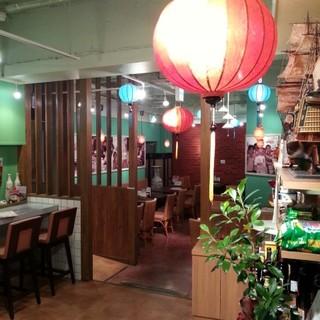 ベトナムのカフェをイメージした店内