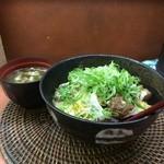 糀屋 - すじ玉丼並、800円、味噌汁付き