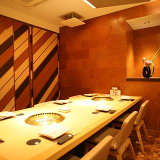 接待や各種宴会などに人気が高い個室スペースもございます。