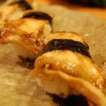 三代目本家 金鮨 - 秘伝のタレで味わう極上のアナゴ