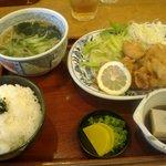 蕎麦匠雀 - 唐揚げ定食(ミニそば・そば豆腐・ごはん・漬け物付き)1000円