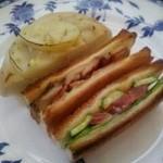 29540655 - BLDサンド&左上は、半分に切った、ハーブとポテトの惣菜パンだったかしら?