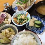 味工房 藍花 - 藍(牛肉といんげんの炒め)820円