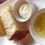 リストランテ フォレスタ・ヴェルデ - 自家製パンとローズマリーのオリーブオイル