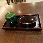 鰻 十和田 - 山椒と爪楊枝