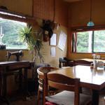 カフェ パヤラ - 落ち着く店内