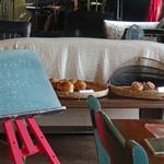 カフェ パヤラ - 私の好きなパンと,今日のおすすめメニュー