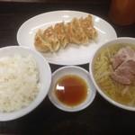 29543776 - 餃子定食700円ランチ