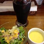 ピザバルコムギ - ランチのサラダ、スープ、ドリンク