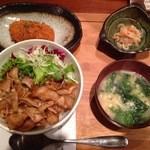 29552651 - 豚丼定食+カニクリームコロッケ