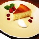 カフェ プリヤートナ - ベイクドチーズケーキ
