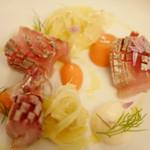 29560553 - アジのカルパッチョ。トマトとういきょうのゼリー、マリネにした大根と共に。