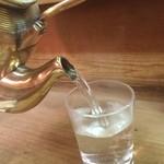 宮川 - 燗酒はヤカンで温めます