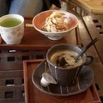 香茶房おきなや - あんこ珈琲と豆乳サンデー