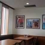 キネマ館 - 壁には網走ビール館のポスター~運営は同じ会社