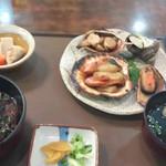 丸萬亭 - 姫寿司と貝焼き
