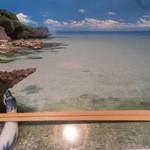29574959 - カウンターには南国の海辺の写真。どこなんでしょう?