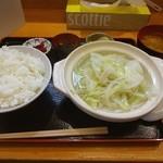 成山 - 料理写真:本日のちゃんこ定食は鶏塩ちゃんこ800円(^^) 夏なのにちゃんこ(^_^