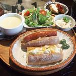 ますや - パンのランチ(800円) カスクートパン(玉子サラダ、ソーセージ、クリームチーズ、ジャム)、生野菜のサラダ、長芋とおくらの小鉢、ジャガイモのポタージュスープ