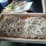 えぼし庵 - 二八蕎麦と全蕎麦の盛り合わせ