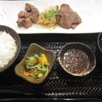 29581254 - サイコロステーキ&スライスステーキのランチ(1000円)