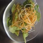 29581260 - ステーキセットのサラダ。