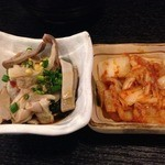 もつ鍋専門店 元祖 もつ鍋 楽天地 - 酢モツとキムチ