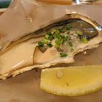 銀座じゃのめ - 生牡蠣1ピース380円。この日は岩手の牡蠣でした。