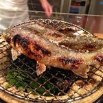 29588597 - 鮎を焼いて、笹の煙で香り付け。