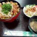 レイラインカフェ - 料理写真:カツ丼・サラダと味噌汁が付いてくる