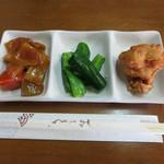 安田製麺所 - サービスの三品盛り合わせ