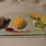 ぶどうの丘 展望ワインレストラン - デセール アイスクリーム チョコレート フルーツ