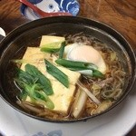 金時食堂 - 肉豆腐の鉄鍋、玉子、糸コン、白菜、ネギ入り
