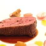 スリオラ - シャラン鴨のアサード 甘酸っぱい赤ペコロスとあんず茸のエスカベチェ