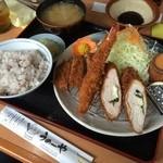 うめーや - ミックスフライ定食  サックサクのフライでおいしく頂きました! 豚汁も生姜入りであっさりしていて美味しかったです。  (*´ڡ`●)