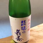 川口酒店 - 初めて飲んだ。すごく辛く感じた。なんか素っ気ないような。ひやで飲んだほうがしっくりくるのかもしれない。