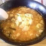 29606950 - 柔家特選とんこつスープ塩アブラ&黒アブラ入り 麺半玉で