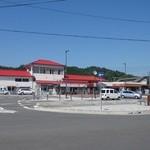 29613723 - 水郡線、大子駅。お店は右側。