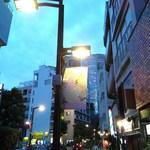 CONA - 麻布十番商店街より六本木ヒルズ方面