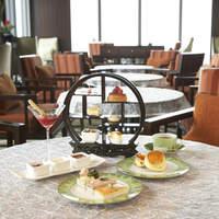 オリエンタルラウンジ - アフタヌーンティーは一皿ずつご用意します。お紅茶はお好きなフレーバーをお好きなだけ。