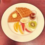 UCC CAFE PLAZA - ワッフルフルーツモーニング サイフォンコーヒー付¥540
