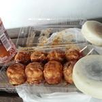 じゅんちゃん堂 - 料理写真:たこやき&もち丸