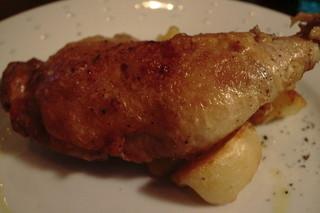 GRATO - 骨付き鶏もも肉のコンフィ
